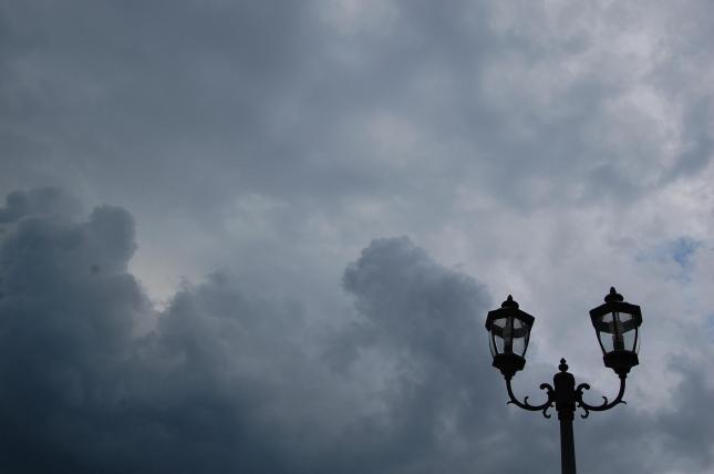 Langit mendung.